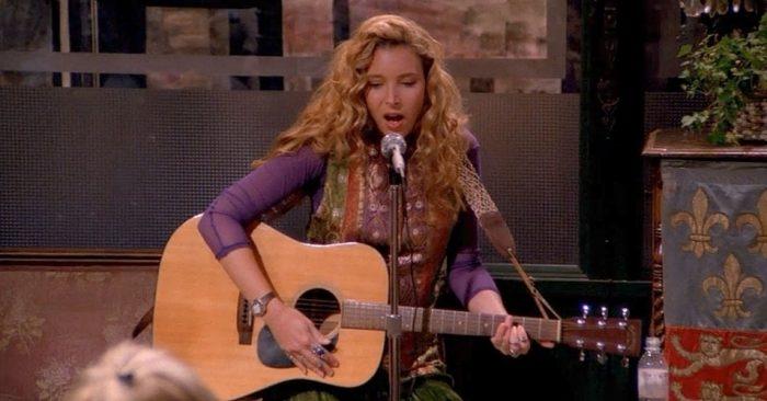 peli o manta. ver friends. Phoebe guitarra