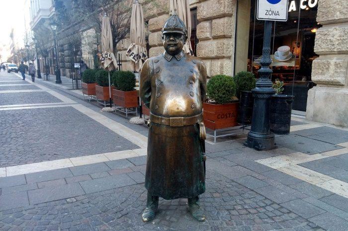 Tres dias en Budapest. Peli o Manta. Fat Statue Budapes