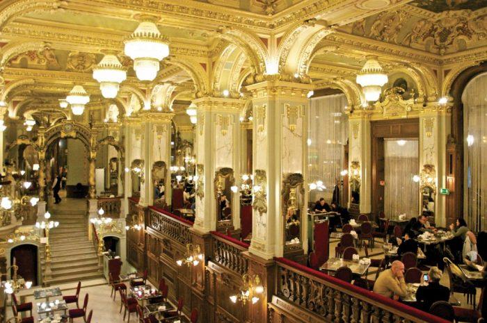 Tres dias en Budapest. Peli o Manta. New York Cafe