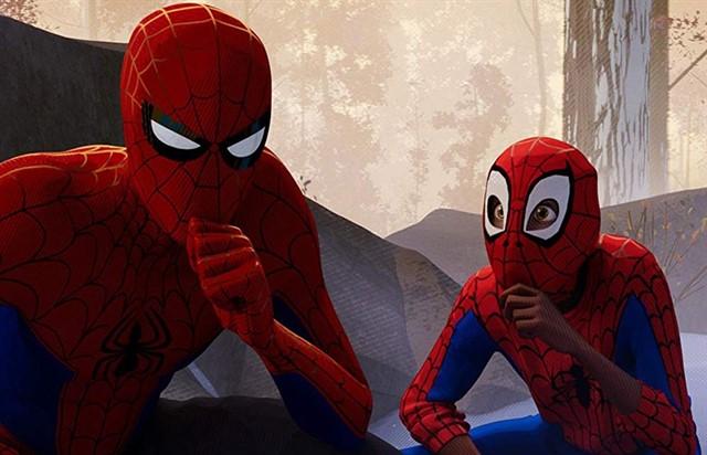 Spider-Man: Un nuevo universo. Peli o Manta. Peter Parker