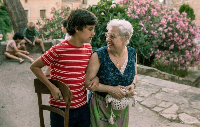 peli o manta. la vida sin Sara Amat. abuela