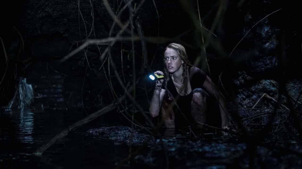 Peli o manta. Infierno bajo el agua. Ella tiene miedo