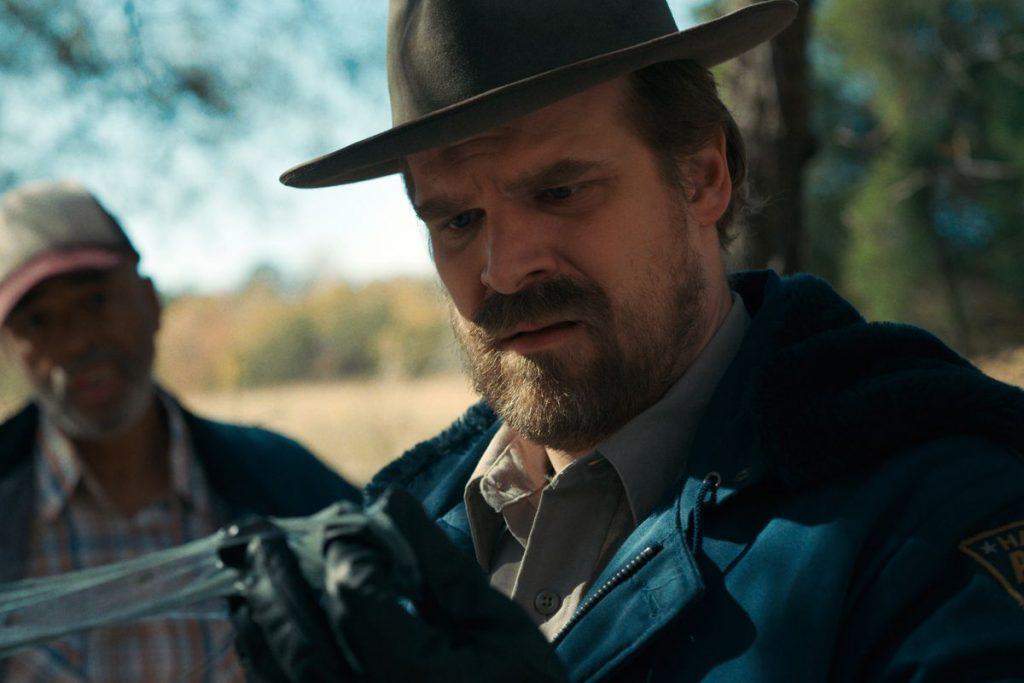 Peli o manta. Resumen Stranger Things Temporada 1. Hopper