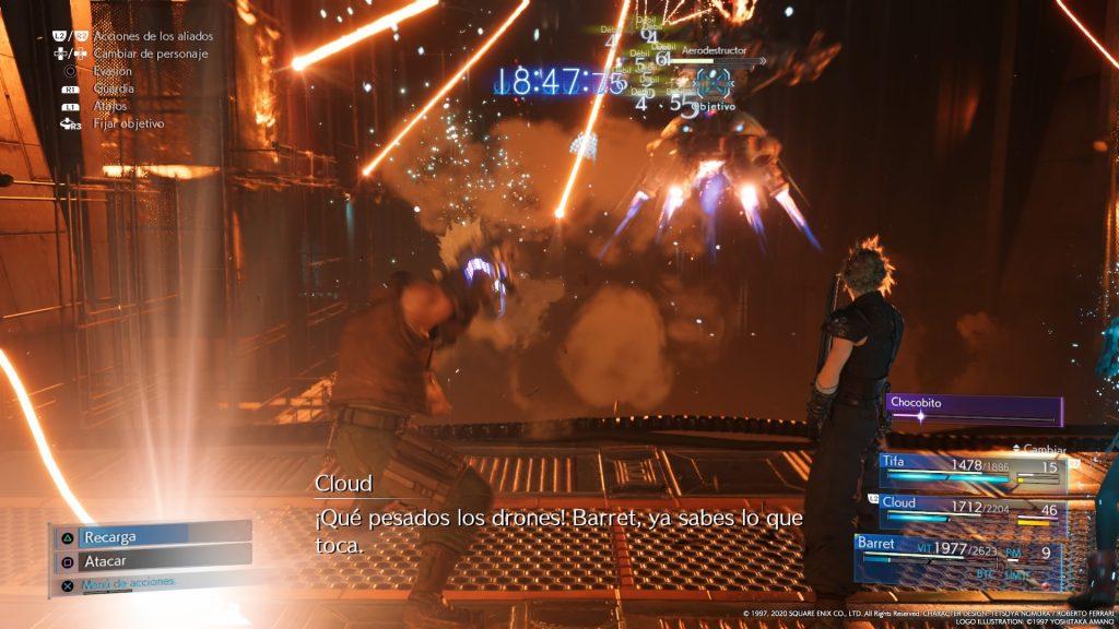 Ejemplo del combate, con Cloud y Barret luchando juntos. El combate es una de las mejores cosas que resaltamos en la review de Final Fantasy VII Remake