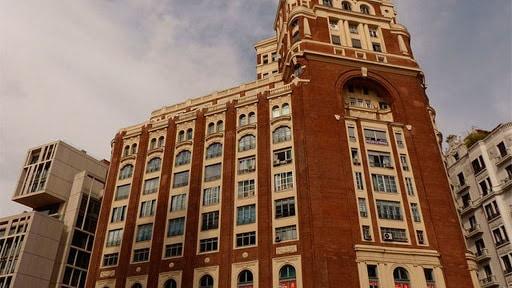 Peli o manta. Palacio de la Prensa. Palacio