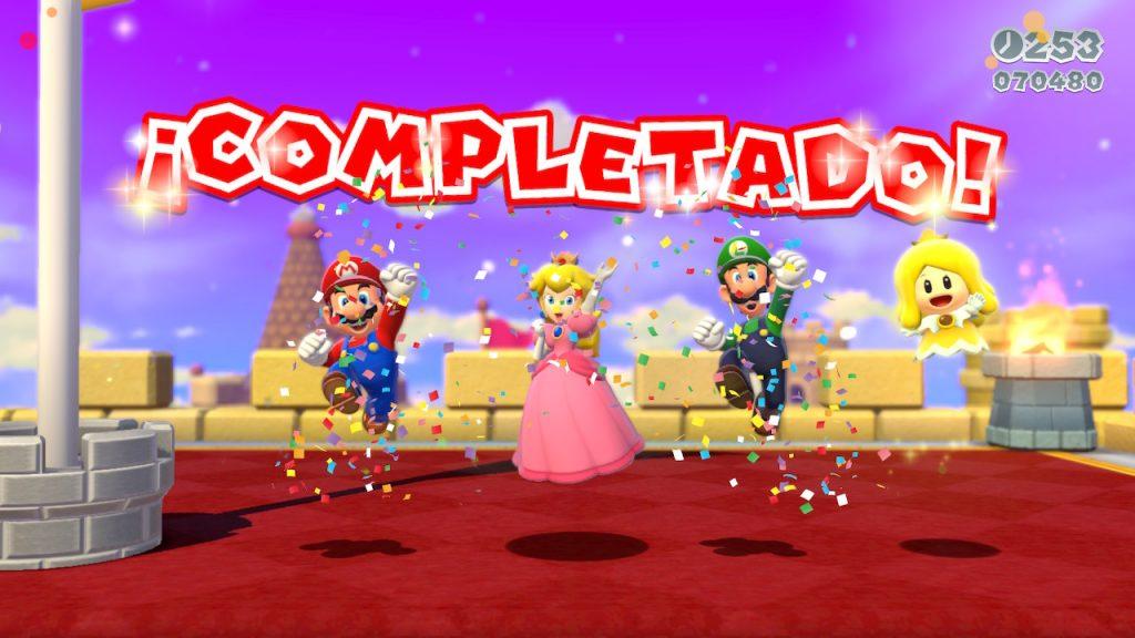 Mario, Peach, Luigi y una de las hadas celebrando que han terminado un nivel en nuestra Review de Mario 3D World+Bowser's Fury